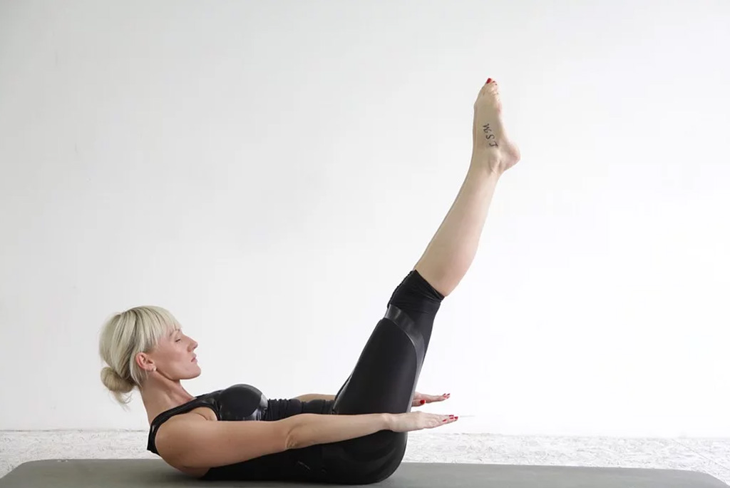 The Hundred | Pilates for stronger core | moveOn 89